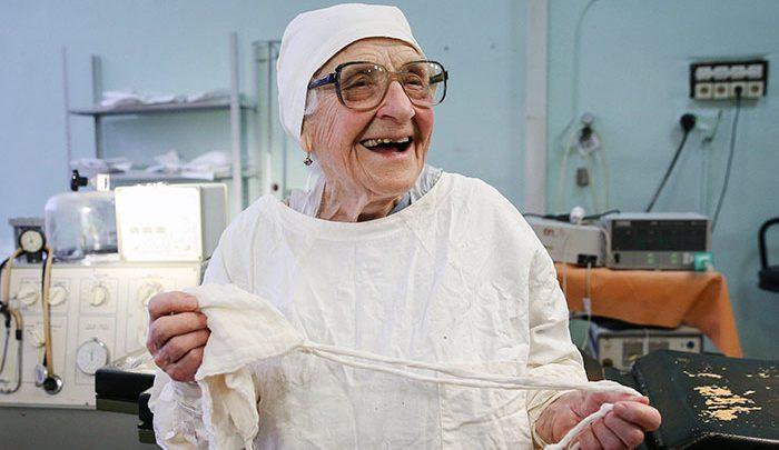 89-year-old-surgeon-alla news at girdopesh.com