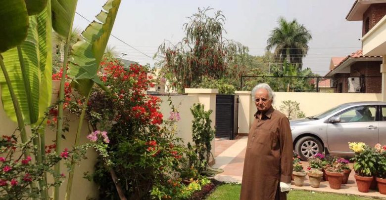 mustansar hussain tararr returns home news at girdopesh.com