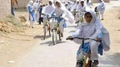 girls on cycle