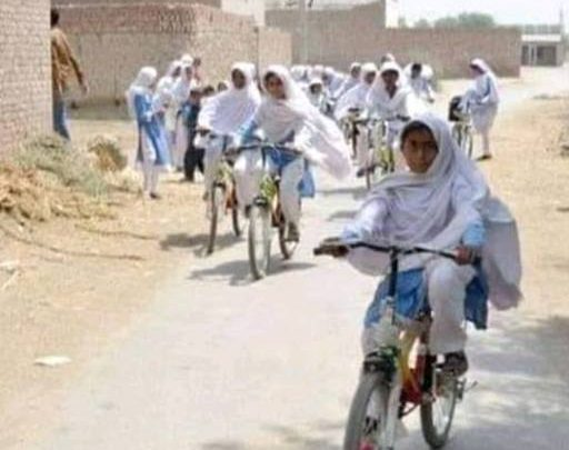 girls on cycle